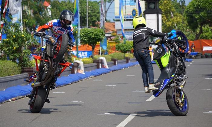 Freestyler Wawan Tembong dan Wahyu Nugroho di Yamaha Cup Race Kebumen 1